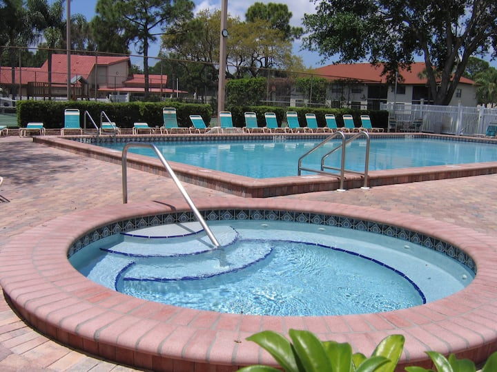 Large Condo close to beaches, dining, and IMG