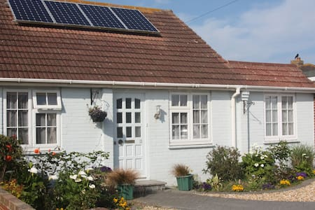 Homely bungalow close to the Witterings seafront - East Wittering