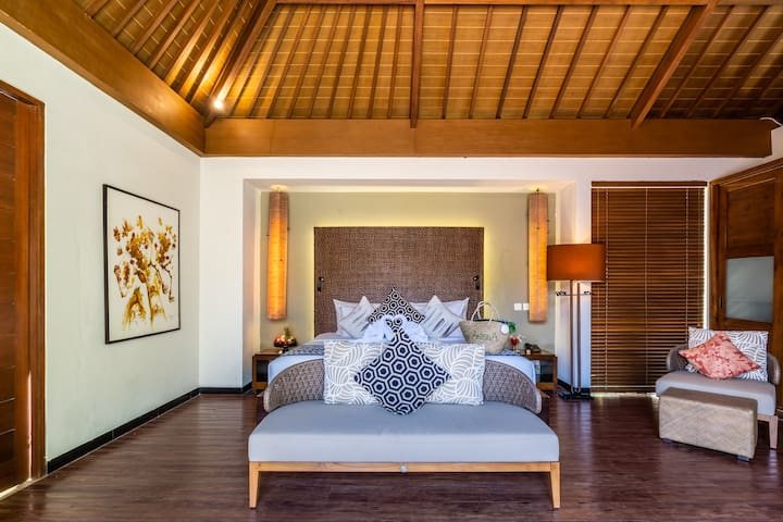 3 bedroom luxury pool villa near beach