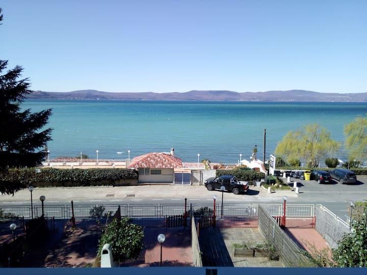 "Residence ""Gli Etruschi"" charming ....on the lake!"