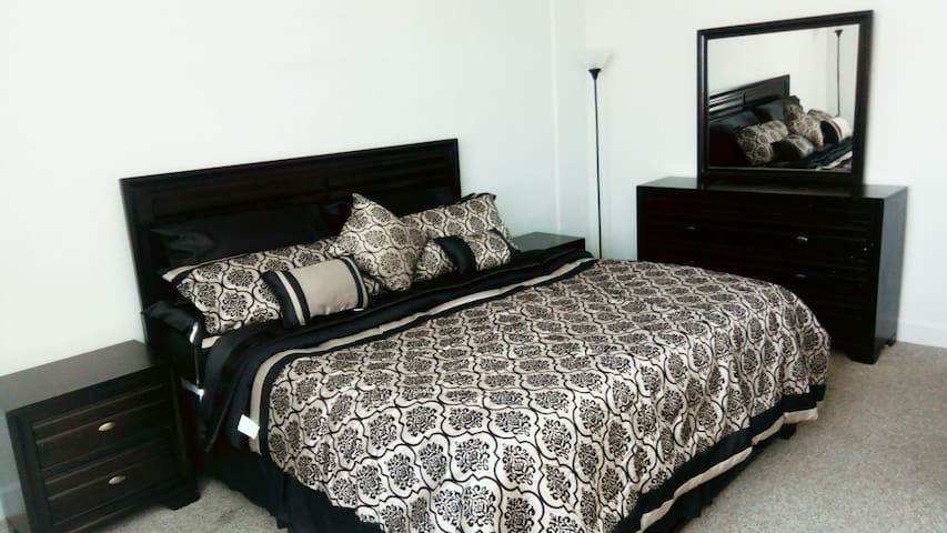 Private Master Bedroom , Wifi, Pool and Gym. - North Bay Village - Apartamento