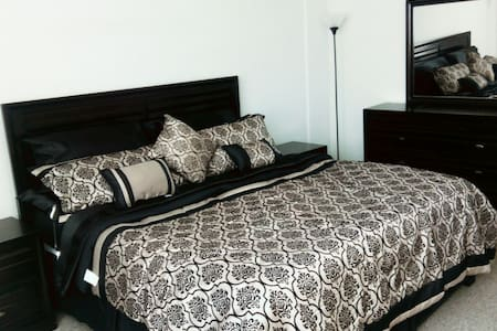 Private Master Bedroom , Wifi, Pool and Gym. - North Bay Village