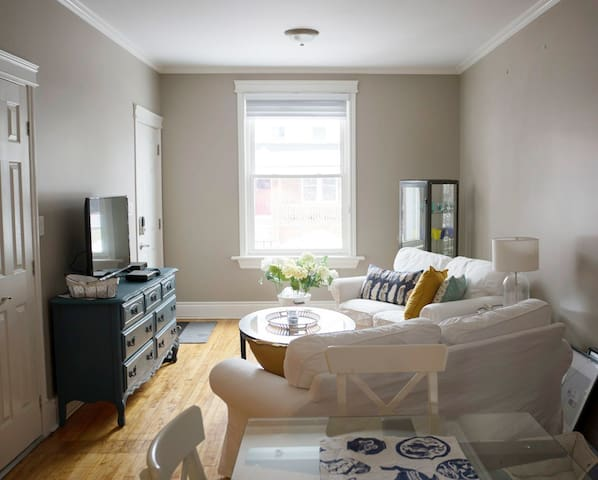 Beautiful Cottage-Chic 1BD in Hintonburg