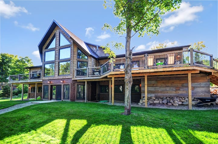 Lavish Log Cabin,on Eagle Lake