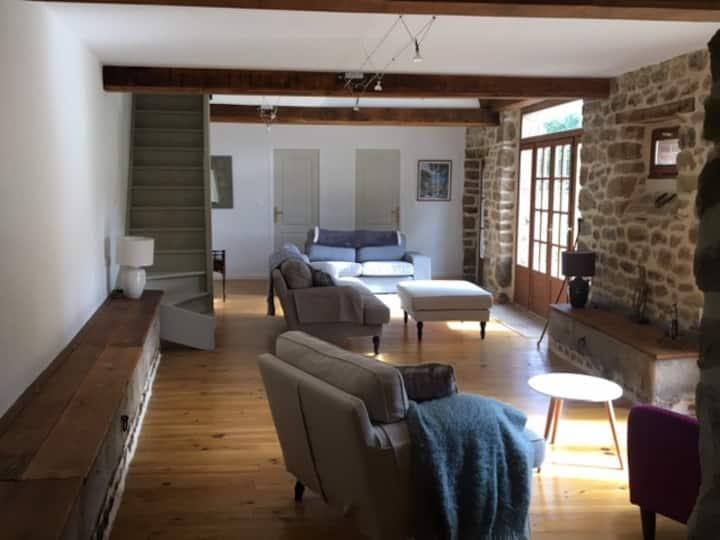 Beautifully renovated farmhouse. Family friendly
