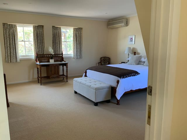 Guest Suite with a Cottage Style