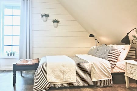 Fernweh Loft: private suite, newly renovated