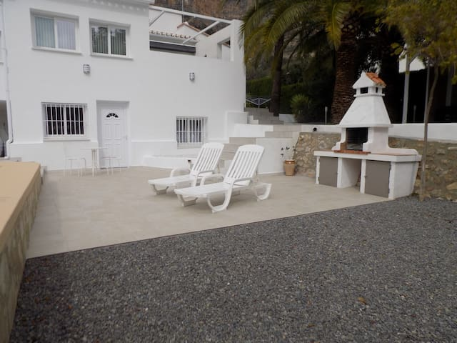 Ideally situated, quiet, self contained, pool