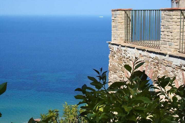 Borgo medioevale di Castellabate - castellabate - Bed & Breakfast