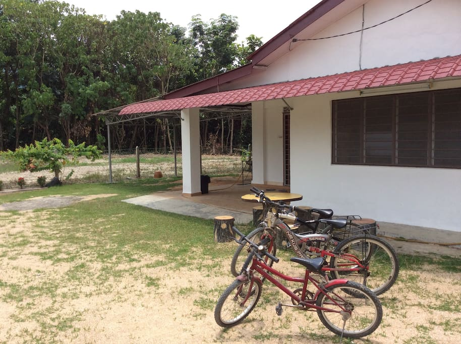 spacious land area suitable for events eg. parties, gathering, BBQ, steamboat