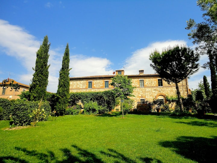 Country House in hamlet in the Crete Senesi area