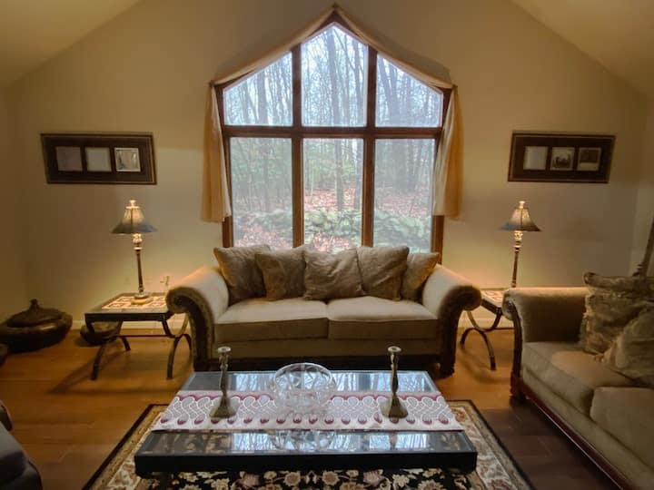 Chalet in the Pocono Mountains 1mi from Camelback