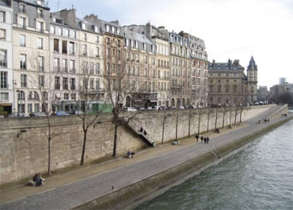 En plein centre de Paris sur les Quais de Seine