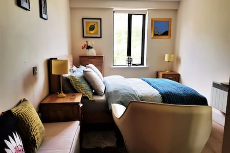 Cosy room with private bathroom in the City Centre