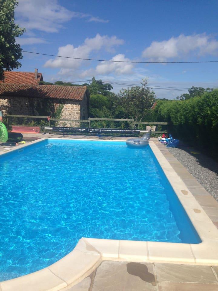10m x 5m. HUGE pool