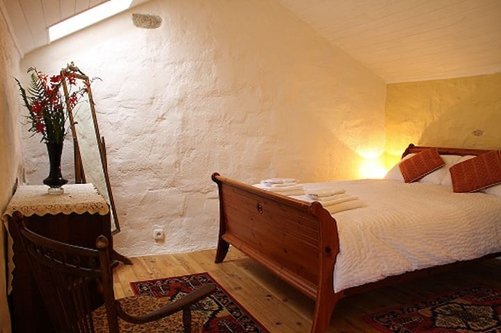 Double bed with all bedding and towels supplied.