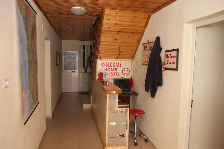 @Home Hostel,clean and quiet....... - Shkodër - Bed & Breakfast