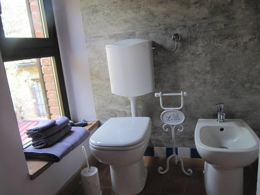 Particolare del bagno privato del Colibrì