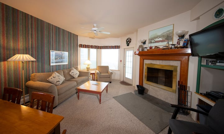 Mountainside Suite by the Slopes! Access Pool, Hot Tubs, Arcade and More!