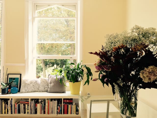 Bright and cosy room on Victoria Park