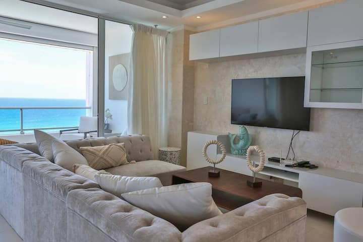 Luxury Beachfront⭐ w/ Smart TV +Wifi +2 Balconies