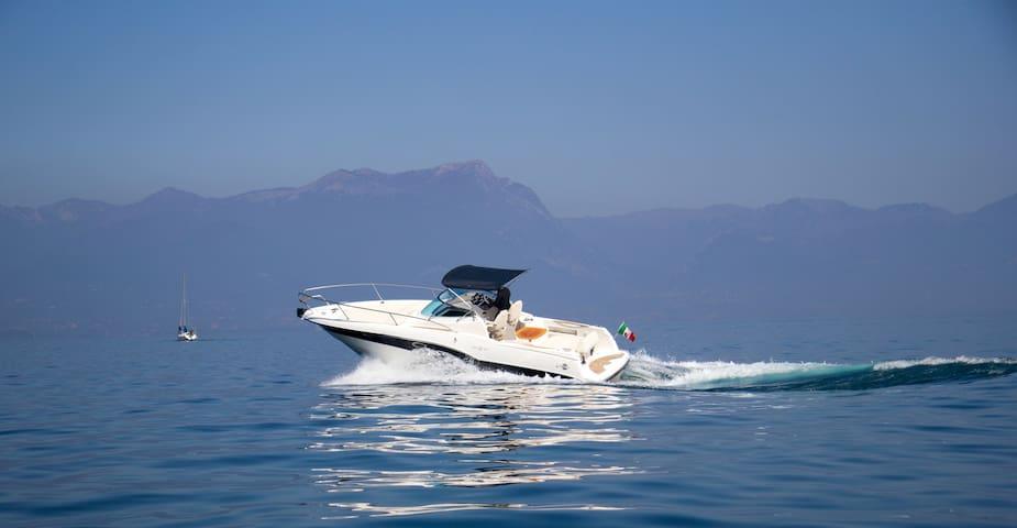 Bed & Boat My Love // Rio 32 Blu yacht