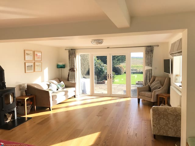 Light 4 bedroom house in Ramsbury - Ramsbury