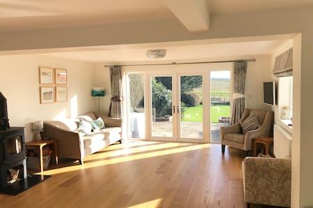 Light 4 bedroom house in Ramsbury - Ramsbury - Casa