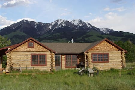 Paradise Valley Cabin w/Hot Tub  - Pray - Hus