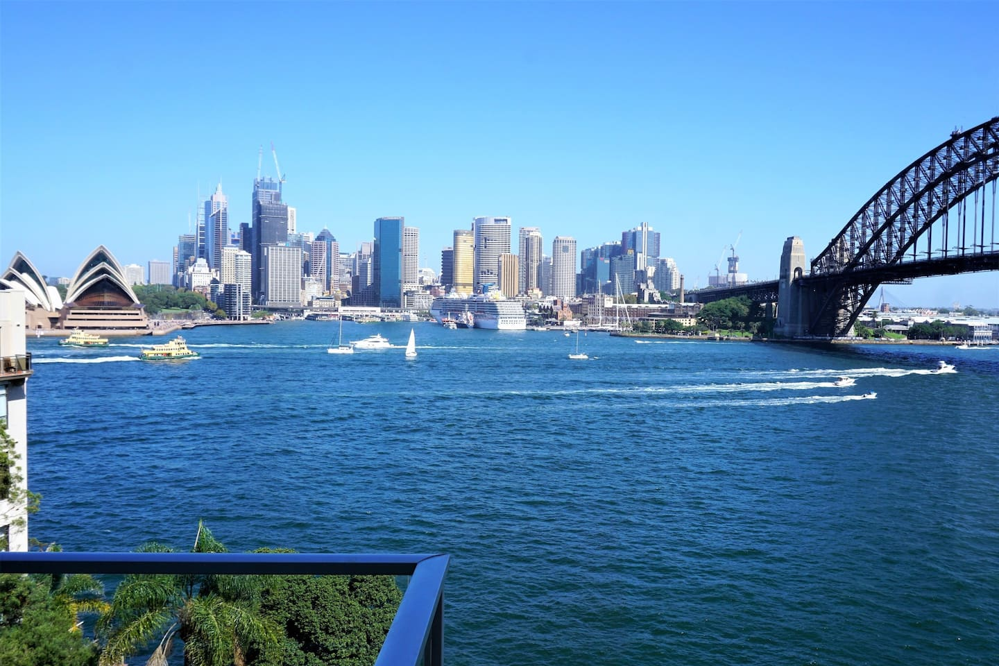 Enjoy this wonderful harbour view from the  balcony