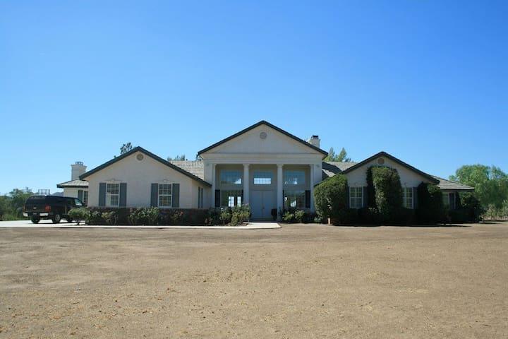 Vineyard Estate / Agua Dulce Winery - Santa Clarita - House