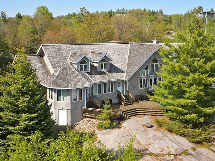 Majestic Home with southwest exposure on shores of Georgian Bay