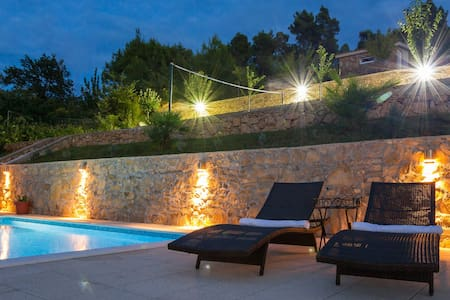 HIDDEN PARADISE  - Heated pool villa near Split - Žrnovnica