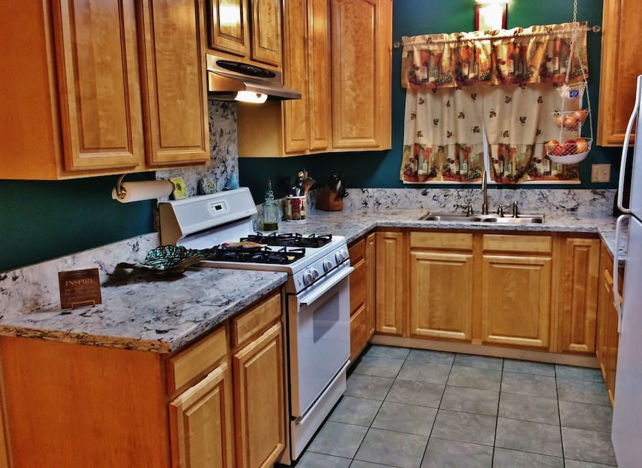 All the comforts of home w/2 BBQ ready dinners, bear and breakfast