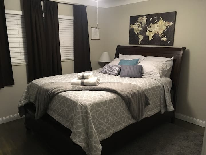 Guest room 1, Home near UT, Zoo & downtown Toledo