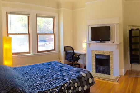 "Spacious bright and beautiful room! ""D"" - San Francisco"