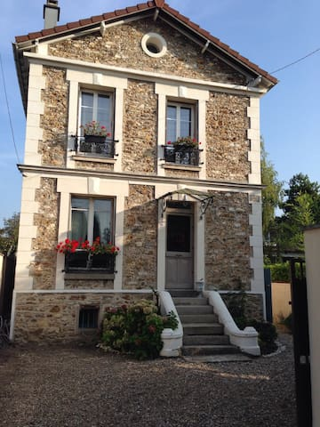 Villa near Paris - Soisy sous montmorency  - บ้าน