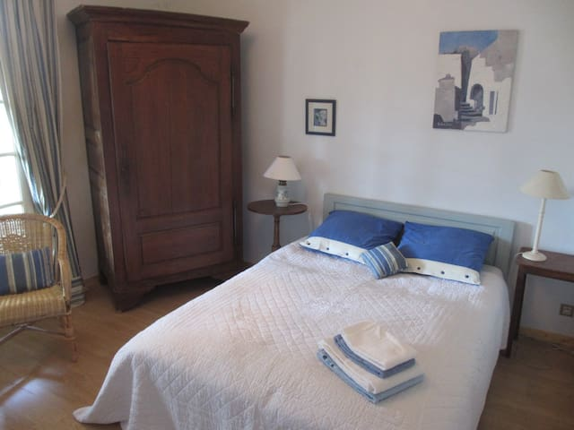 Bed and breakfast in Provence - Saint-Didier - House