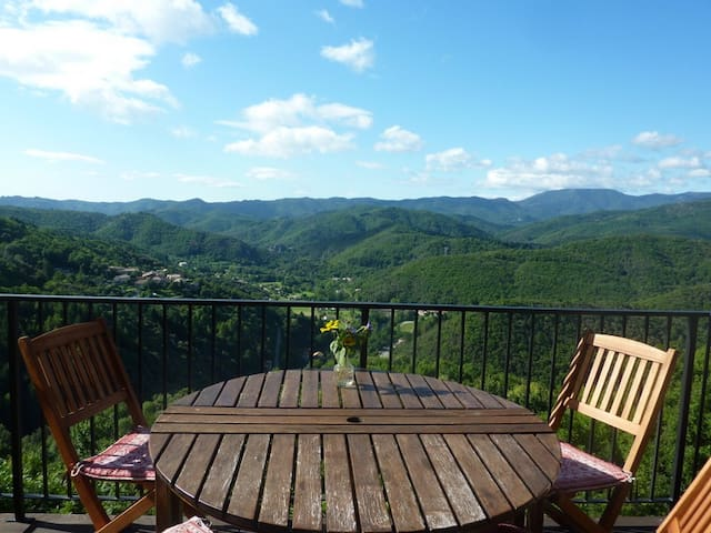 Private holiday home, great views - Chirols - Rumah