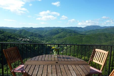 Private holiday home, great views - Chirols - Huis