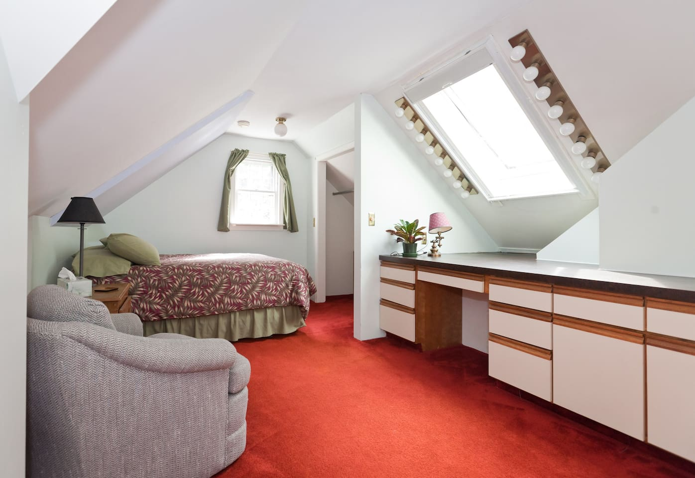 Roomy bedroom with skylight, lots of counter and storage space. Adjustable office chair, fast Wifi,  adjacent to second bedroom and full private bathroom.