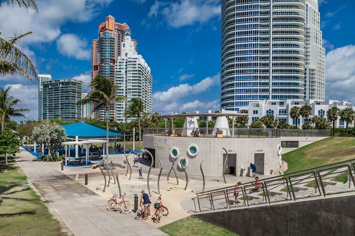 Designer Two Bedroom w/Full Kitchen in the Heart of South Beach - Sleeps (6)  | No Cleaning Fee - V - P