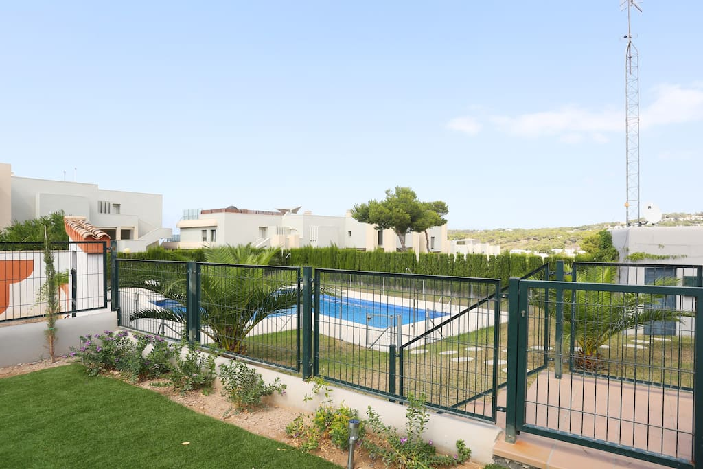 Access direct to the pool from the garden