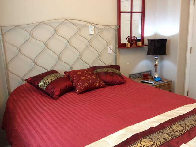 Zen Bedroom in GREAT Location! - Lynnwood - Dom