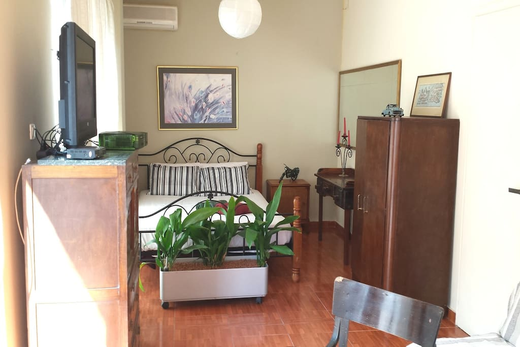 Private Room1 View (1 queen size double bed + 1 double sofa-bed + office + balcony + 32' Flat TV)