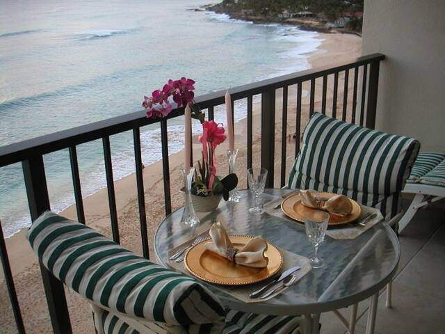 ROMANTIC CONDO FOR 2 RIGHT ON GORGEOUS BEACH