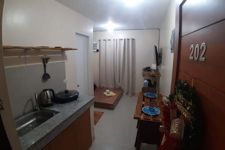 RC3 APTS. (NETFLIX/AIRCON/FIBR WIFI/FREE PARKING)