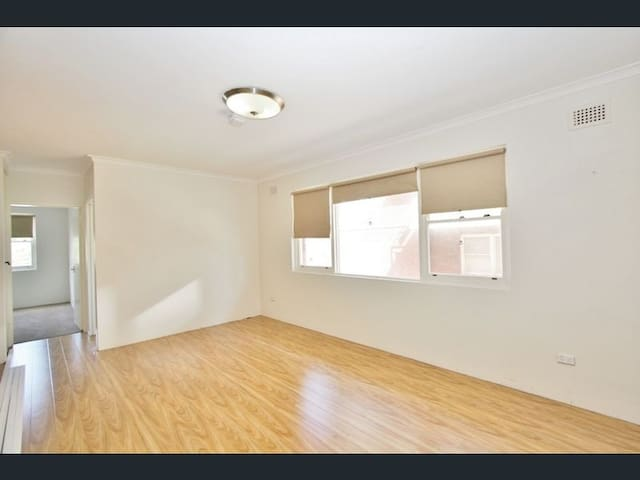 2 Bedroom Whole Apartment - Close to Beach,CBD etc