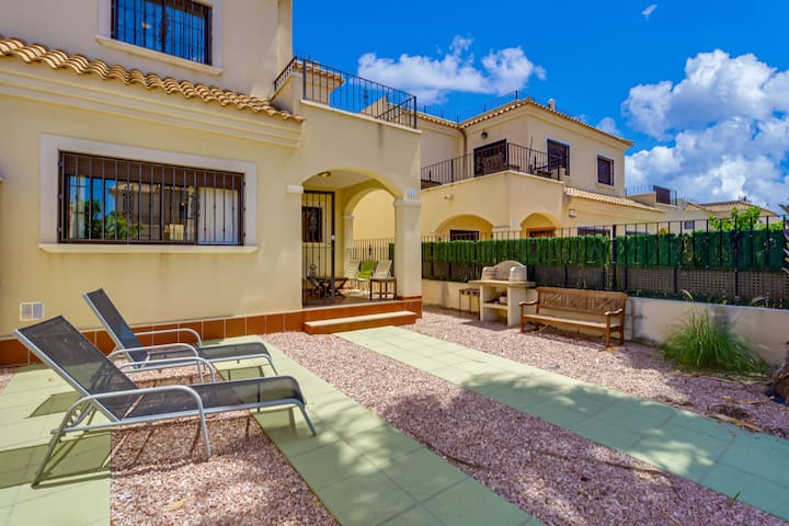 Huge Holiday Home in Torrevieja with Swimming Pool
