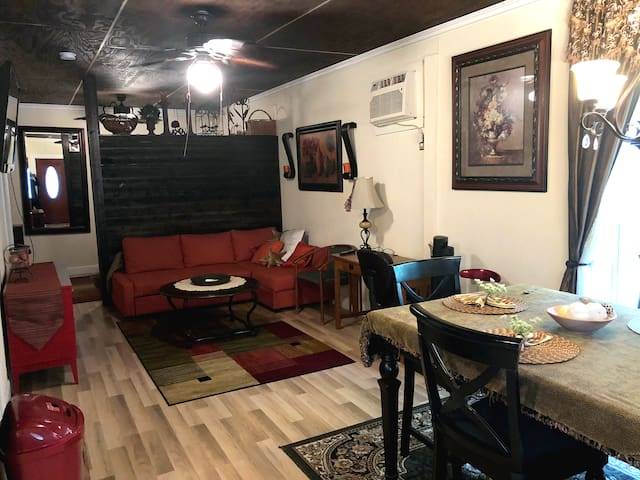 Charming Private Studio Apartment